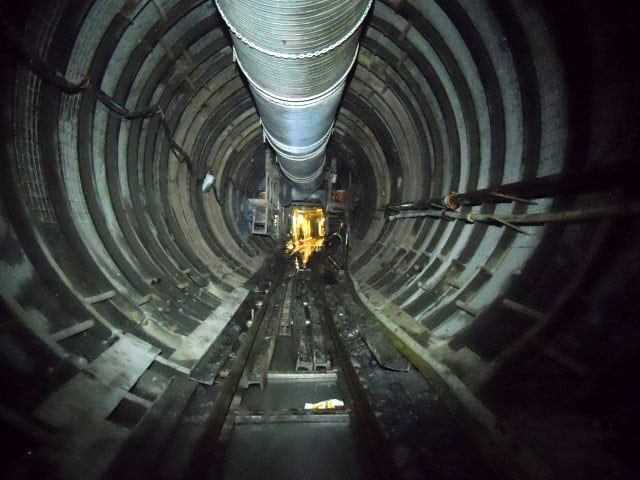 Tunnel with steel support