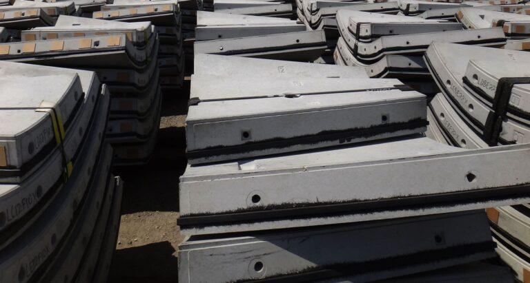 Pre-cast concrete tunnel liner segments