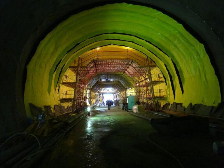 Preparing for Concrete Liner, Caldecott 4th Bore