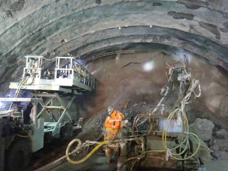 Placing Shot-crete on tunnel face for support